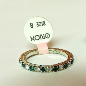 Green & White Eternity ring .. Emerald, May sz 8